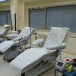 Le postazioni per la donazione di sangue e plasma al centro trasfusionale dell'ospedale di Senigallia