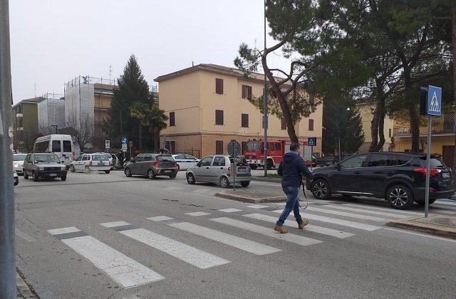 Il luogo dell'incidente che ha visto coinvolte due auto