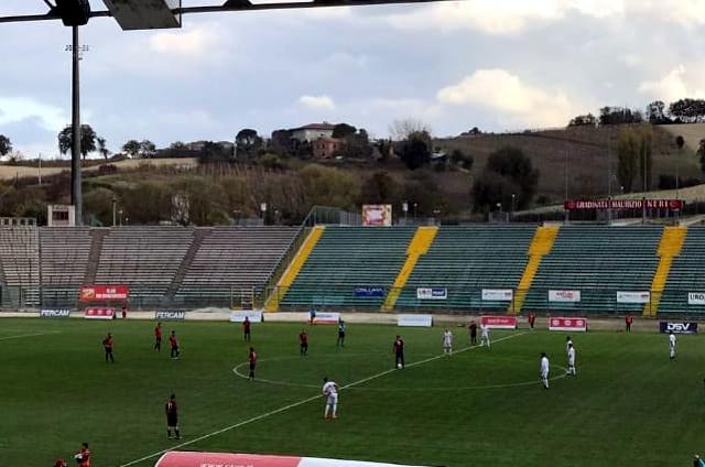 Il calcio d'inizio di Anconitana-FC Vigor Senigallia di campionato