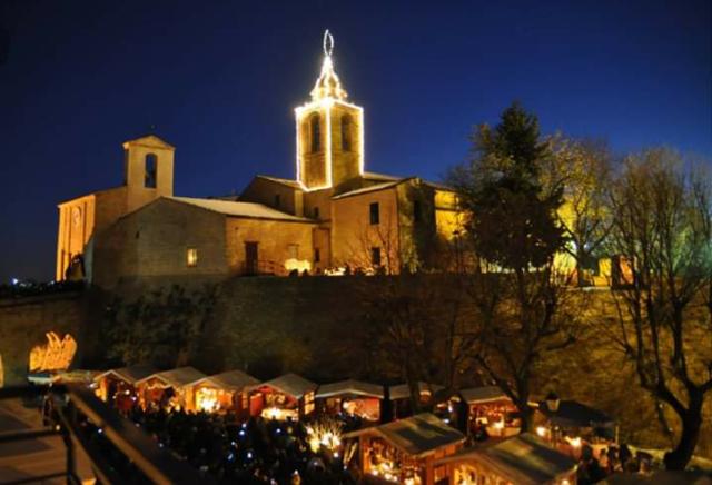 Casa Di Babbo Natale Candela.L Immacolata A Candelara Il Paese Delle Candele Si Illumina Di