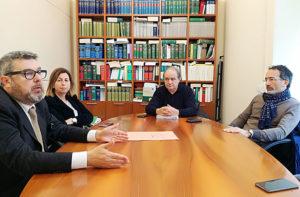 Da sinistra i legali Massimo Olivetti, Simonetta Sgreccia e Riccardo Pizzi. Al centro il consigliere Giorgio Sartini