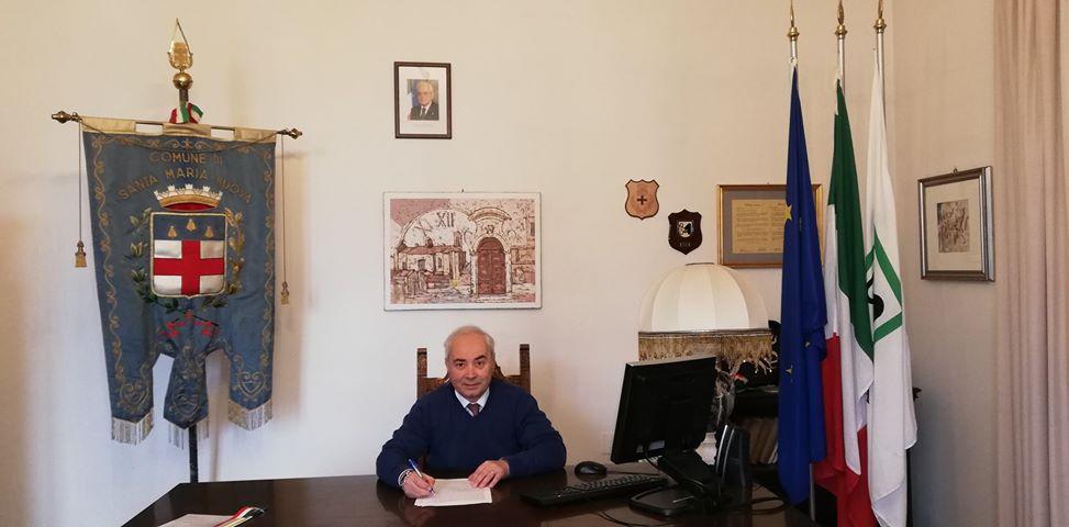 Santa Maria Nuova, furto di pc a scuola: il sindaco Cesarini chiude i parchi