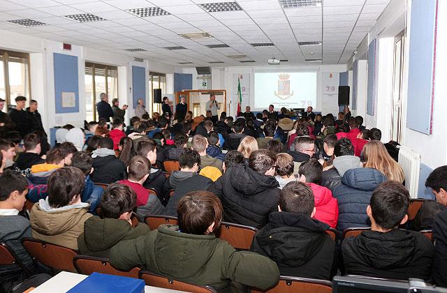 Lezione contro il cyberbullismo agli Stabilimenti della Polizia di Senigallia