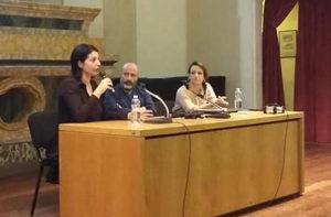 Da sinistra: la giornalista Tiziana Barillà, Sergio Sinigaglia (spazio autogestito Arvultùra) e Francesca Berardi (Centro Teatrale Senigalliese)