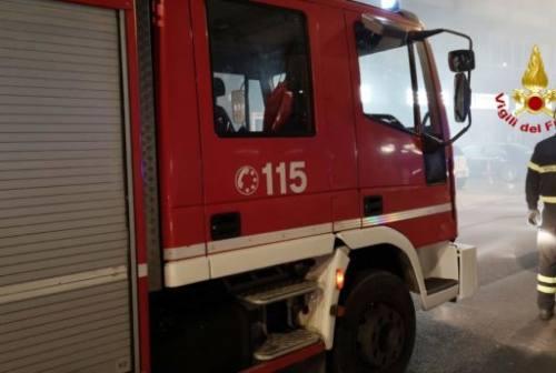Vallefoglia, grave incendio in una villa: a fuoco il tetto