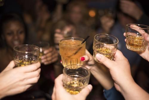 Pesaro, alcolici a minorenni e balli: scatta la chiusura per due locali