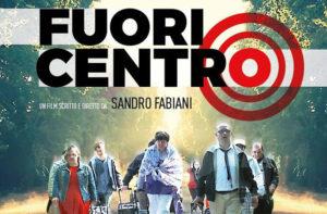 """La locandina del film """"Fuori centro"""""""