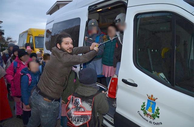 Trasporto scolastico: nuovo pulmino in servizio a Ostra