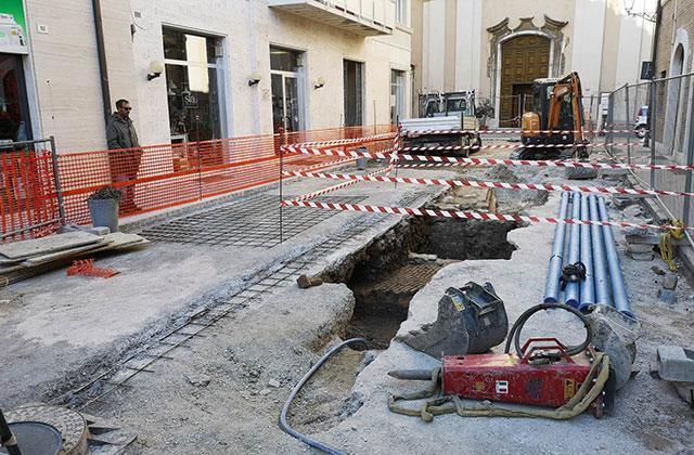 Rinvenuti manufatti in via San Martino