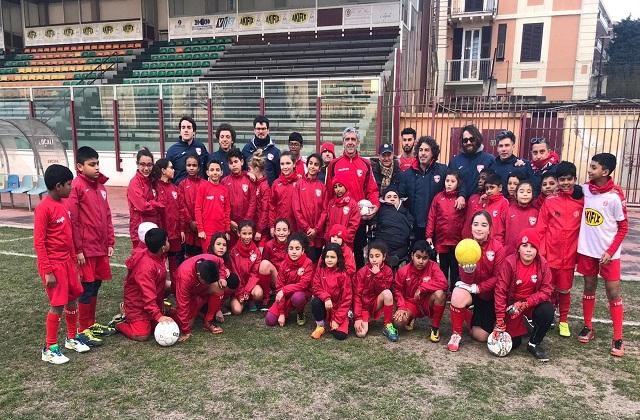 Foto di gruppo allo stadio Dorico