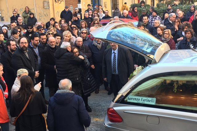 Il dolore dei familiari di Lorenzo Farinelli