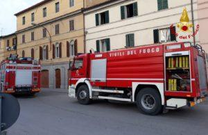 L'intervento dei vigili del fuoco in via Setificio