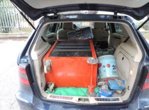 La cassettiera metallica con vari attrezzi trovata nel bagagliaio della Mercedes