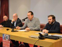 Tavolo dei relatori all'assemblea del comitato Indecente 76