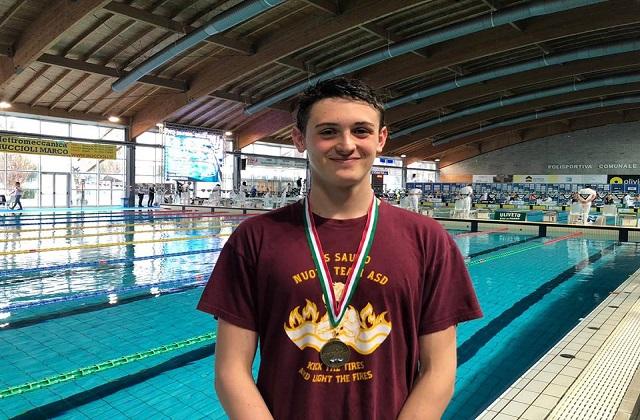Nuoto, il dorico Filippo Coacci conquista il bronzo a Riccione