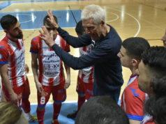 Fulvio Colini dà indicazioni alla squadra