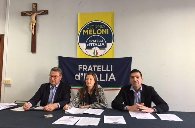 Nella foto da sin.: Carlo Ciccioli, Elana Leonardi e l'On. Francesco Acquaroli