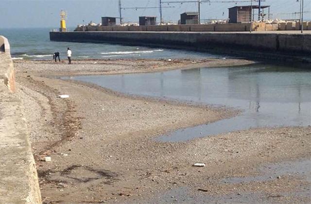 La situazione alla foce del fiume Misa a Senigallia: ghiaia e sabbia diffusi quasi ovunque