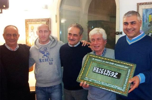 """Da sinistra: Attilio Ruggeri, Cristian Gabarrini, Silvano Bartozzi, Renzo Rocchetti e Gennaro Campanile durante la festa del Motoclub Senigallia per il nuovo socio """"vip"""""""