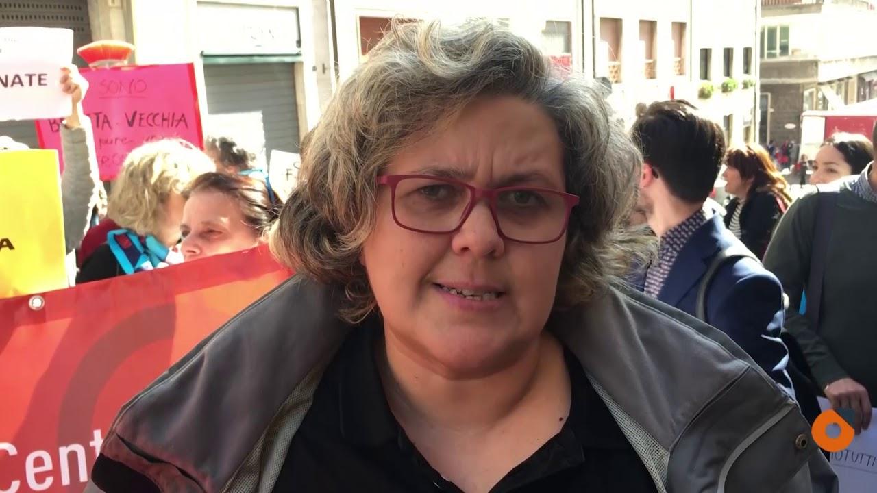 «È troppo mascolina, non è stata stuprata». Falsh mob davanti la Corte d'Appello di Ancona (VIDEO)
