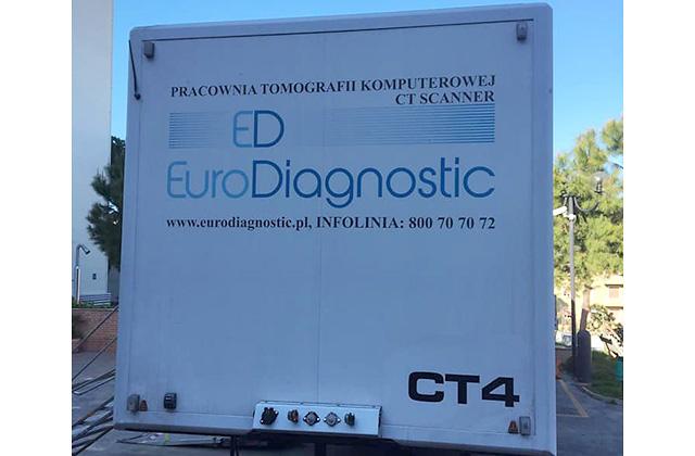 La nuova tac, mobile, all'esterno dell'ospedale di Senigallia