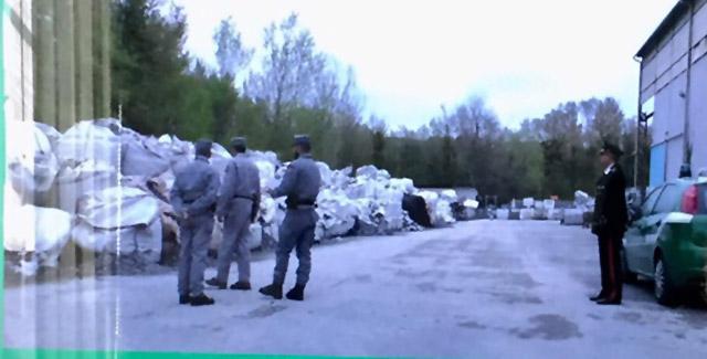 I rifiuti trovati nell'azienda di Agugliano