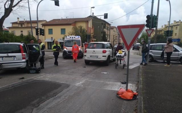 "Jesi, semaforo ""morto"" in via Paladini, Pieralisi: «Il responsabile dovrebbe dimettersi»"