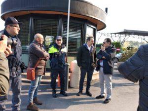Il commissario di polizia di Osimo, Giuseppe Todaro (a destra) con Il sindaco Roberto Ascani