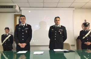 """Il colonnello Cristian Carrozza e il capitano Simone Vergari illustrano l'operazione """"pneus"""""""