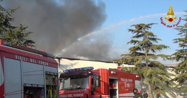 Incendio Tontarelli, non c'è traccia di diossina nelle coltivazioni: revocata l'ordinanza