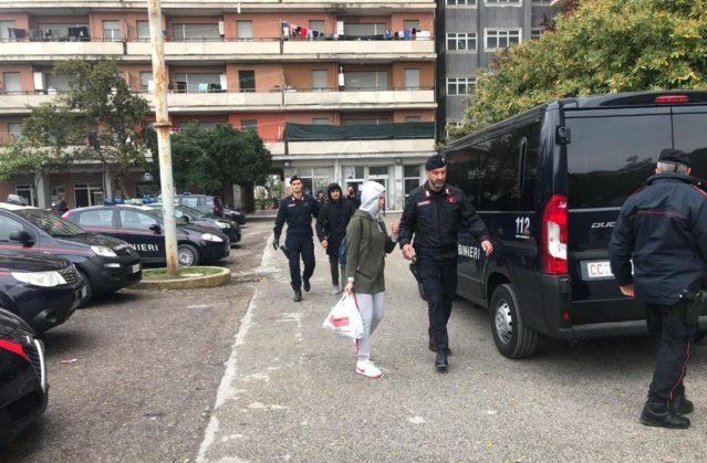 Il blitz dei carabinieri all'Hotel House