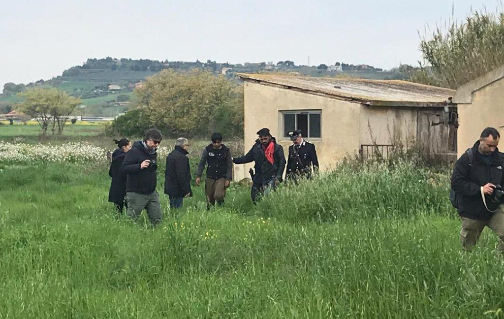 L'irruzione dei carabinieri nel casolare abbandonato nei pressi dell'Hotel House
