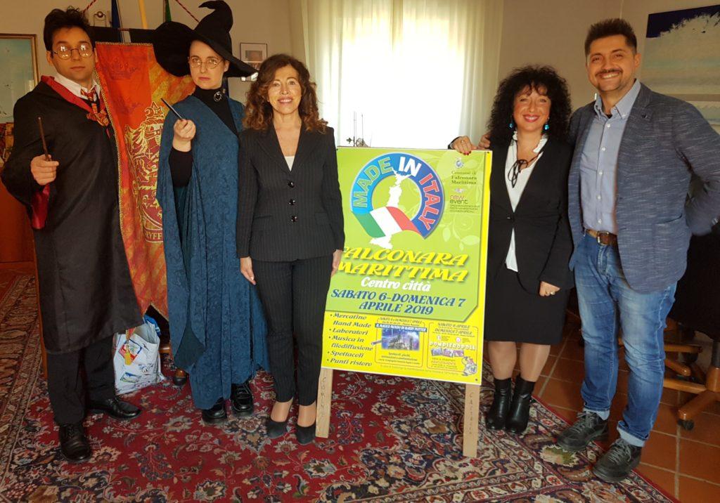 Il sindaco Stefania Signorini, Cristina Coscia della New Event e i rappresentanti di Fantasia Sogno e Realtà