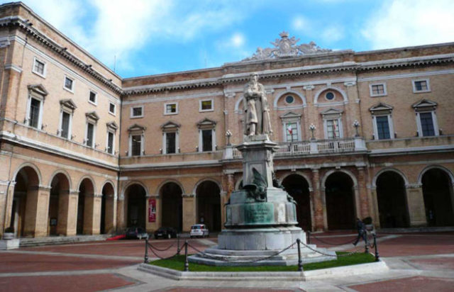 Il palazzo comunale di Recanati