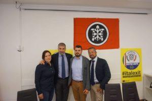 Il segretario nazionale di Casapound Simone Di Stefano con gli esponenti locali