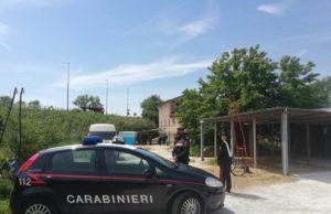 I carabinieri al maneggio abusivo