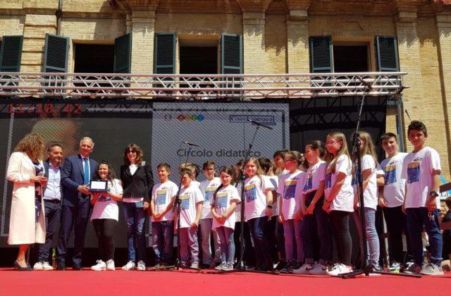 Gli alunni della scuola primaria di Fano