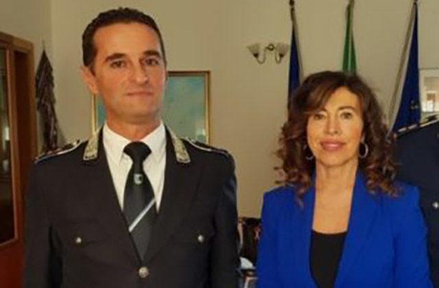 Il comandante della polizia locale di Falconara Alberto Brunetti e il sindaco Stefania Signorini
