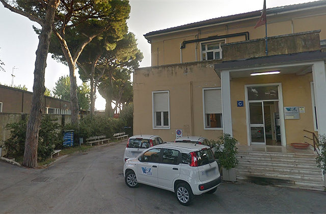 L'ingresso della camera mortuaria all'ospedale di Senigallia
