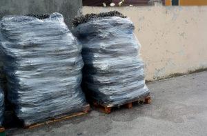 I sacconi di cozze rinvenuti nell'area ex Sacelit-Italcementi di Senigallia