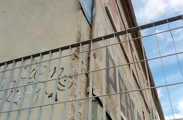 Canalina in amianto sul palazzo ex Italcementi a Senigallia