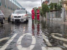 Volontari di Croce Rossa e Protezione civile in azione a Senigallia