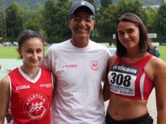 Martina Ruggeri (salto in lungo), l'allenatore Pino Gagliardi e Sara Zuccaro (lancio del martello) dell'Atletica Fabriano a Bressanone