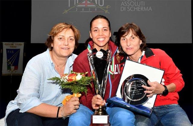 Al centro la Campionessa del Mondo Alice Volpi, ai lati Annalisa Coltorti e Giovanna Trillini