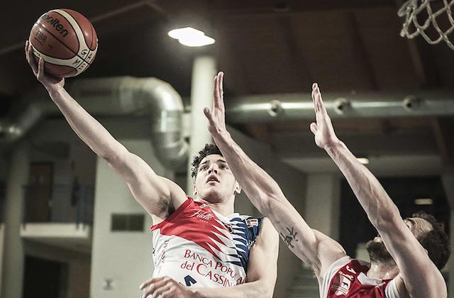 Angelo Guaccio in azione con la maglia di Cassino (foto sito internet Virtus Basket Cassino)