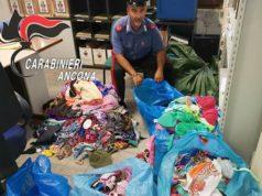 I materiali sequestrati dai Carabinieri sulla spiaggia di Senigallia