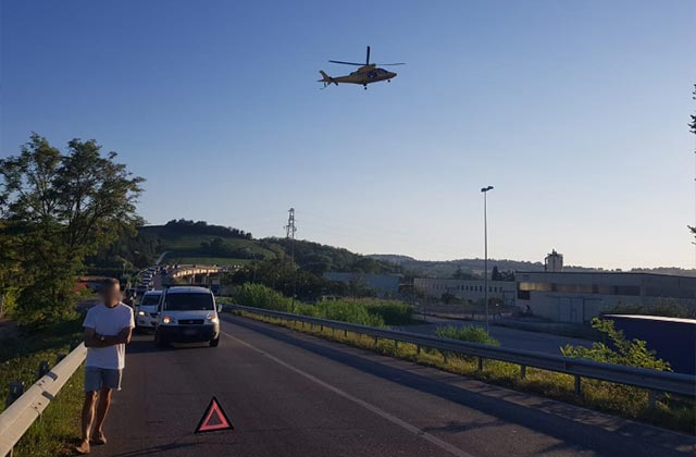 L'intervento dell'eliambulanza per l'incidente a Numana