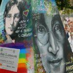 Il monumento dedicato a John Lennon al parco della Pace di Senigallia