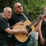 """Rolando Giambelli e Andrea Celidoni hanno accompagnato l'inaugurazione con le note di """"Imagine"""""""