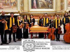 """Alessandro Ciccolini (primo violino e concertatore) con l'orchestra barocca delle Marche """"Accademia del Leone"""""""
